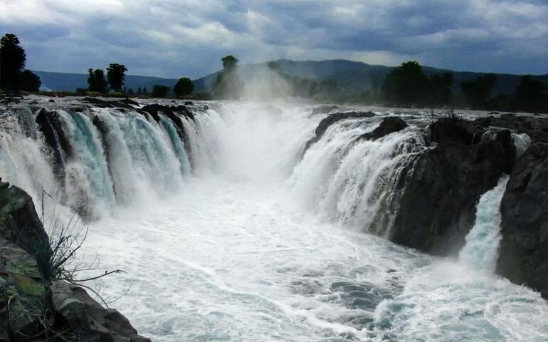 Hogenakkal-Falls-Close